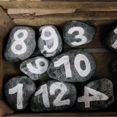 Numéros sur pierre