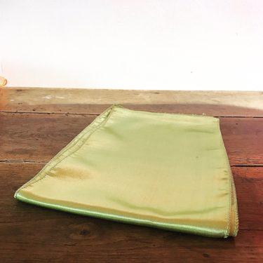 Nœud en satin vert anis