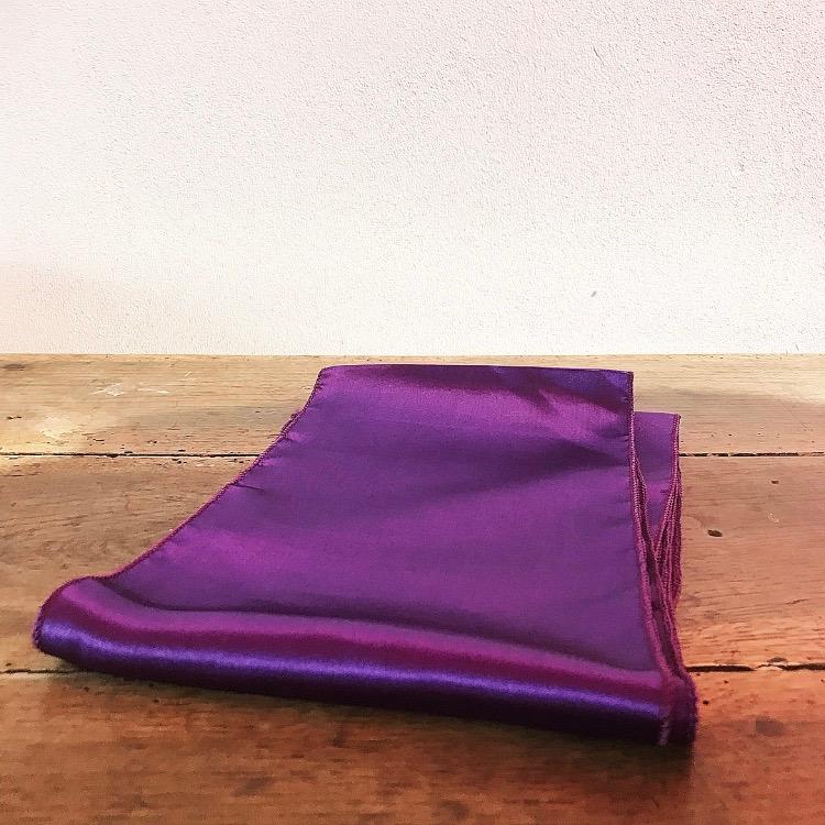 Nœud en satin violet