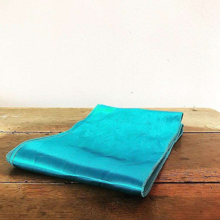 Nœud en satin bleu turquoise