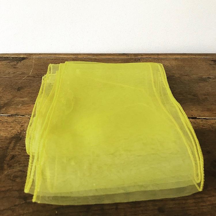 Noeud en organza jaune