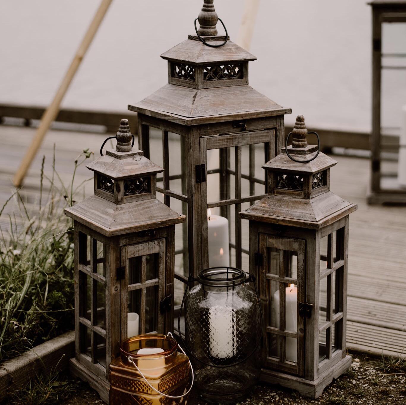 Ensemble Arche en Bois + Lanternes